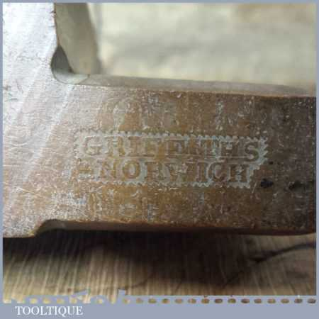 """Antique No: 17 Griffiths Norwich 1-1⁄16"""" Rounding Beechwood Moulding Plane"""