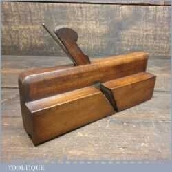 Antique G. Davis (1823-1872) quirk ogee beechwood moulding plane with boxwood insert, in good used condition.
