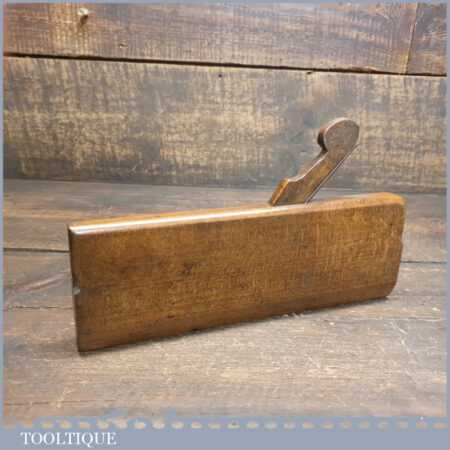 Antique No: 6 hollow beechwood moulding plane otherwise known as a rounding plane in good used condition. Makers mark over stamped by user.