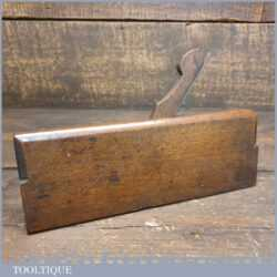 T22402 - Antique Gabriel (1770-1795) beading beechwood moulding plane with boxwood insert, in good used condition.