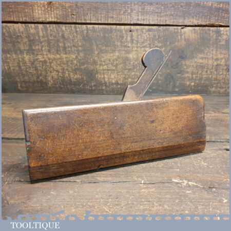 T22438 – Scarce Antique W. Taylor of Bolton No: 9 Round beechwood moulding plane in good used condition. Little known of this maker and this looks to be an earlier plane / mark in the goodman book.