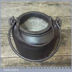 Vintage Cast iron 5/16 Pint Glue Pot - Good Condition